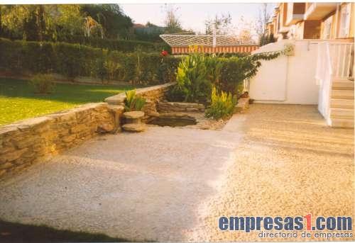 Paisaje jardineria profesional carbajosa de la sagrada for Servicios de jardineria y paisajismo